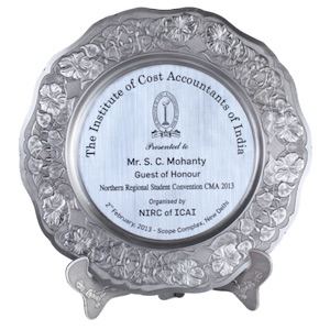 Excellent shields and cups like Shield Award Elegant Silver from edmediastore